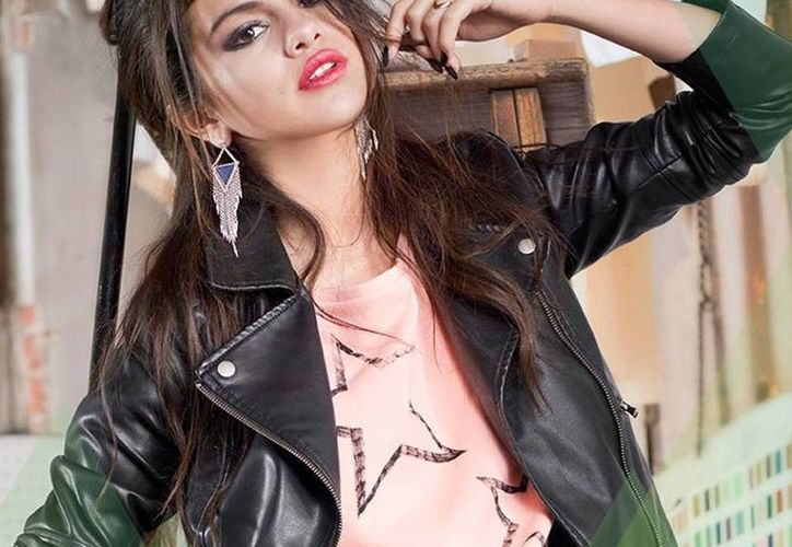 Selena asegura que sigue pensando en su exnovio, el cantante Justin Bieber. (Facebook oficial)