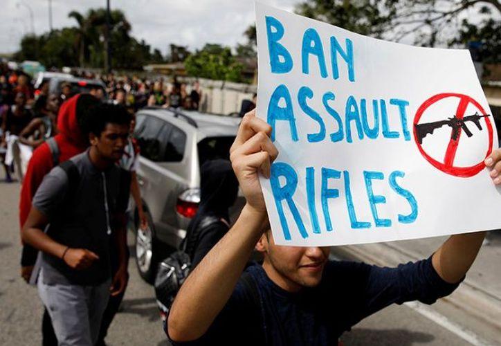 Piden restricciones en la venta de armas a menores. (excelsior.com)
