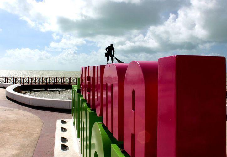 En esta capital la producción fotográfica será en la Fuente del Pescador, Explanada de la Bandera, Palacio de Gobierno y otros puntos. (Foto: Ángel Castilla / SIPSE)