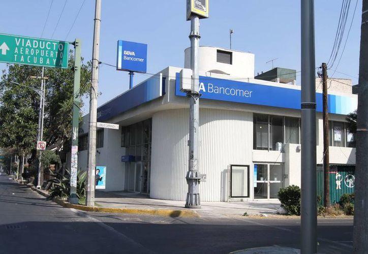 Se recuerda a la ciudadanía que el 4 de febrero habrá servicios de Banca por teléfono, internet y en cajeros automáticos. (Notimex)