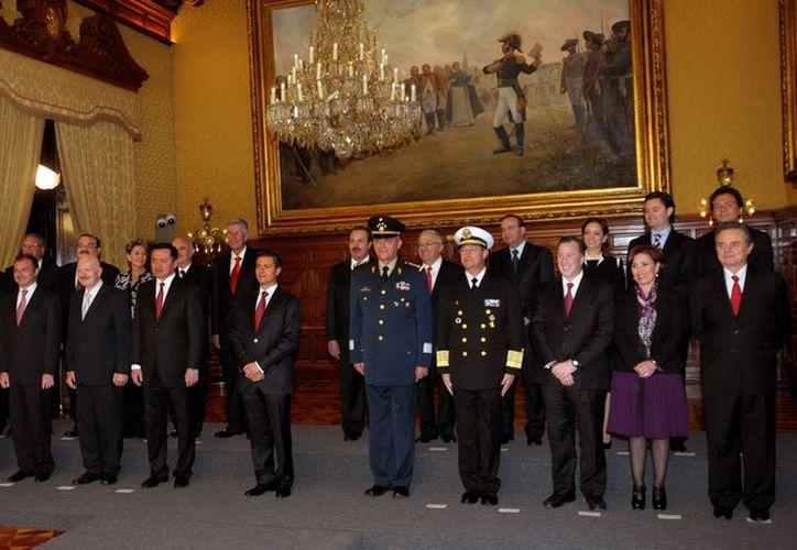 En el gabinete presidencial ya no están los jóvenes incondicionales de Calderón. (Notimex)