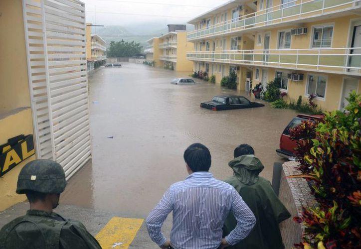Inundaciones y deslaves en Oaxaca y Guerrero han provocado las tormentas Ingrid y Manuel. (Agencias)