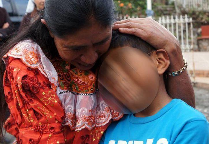 Los guatemaltecos  recibieron atención médica y alimentaria en las instalaciones del INM en Chiapas. (Notimex/Archivo)