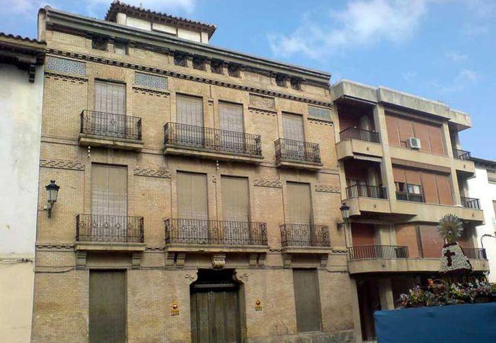 La casa en España donde vivió Luis Buñuel  está situada en el número 26 de la calle Mayor del pueblo. Actualmente pertenece a una inmobiliaria particular. (cine.zaragozame.com)