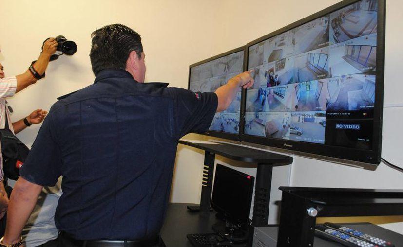 Desde ayer se empezaron a operar las cámaras de vigilancia. (Eric Galindo/SIPSE)
