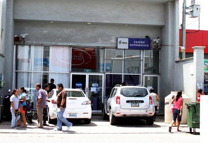 La policía ya investiga el caso del robo a una sucursal de Bancomer en Playa del Carmen.  (María Mauricio/SIPSE)