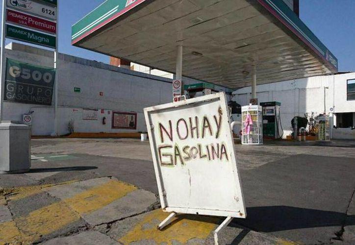 Cabe mencionar que ante la problemática que enfrentan algunos estados de la república, Petróleos Mexicanos ha exhortado a que la población evite realizar compras de pánico. (twitter.com/EstefaniaYarce)