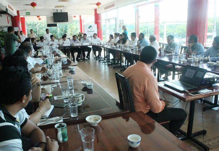 El sector empresarial llevó a cabo su reunión mensual. (Daniel Pacheco/SIPSE)