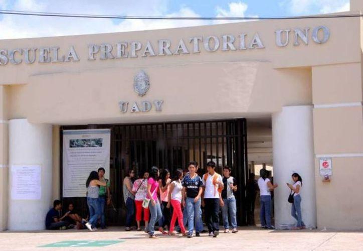 La admisión en alguna escuela preparatoria estatal está sujeta al puntaje que obtenga el aspirante en el Exani I y que el estudiante aparezca en las listas que publique la Segey. (Archivo/Sipse)