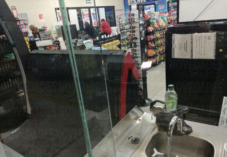 El refresco fue asegurado en una tienda de conveniencia de la ciudad. (Foto: Daniel Pacheco/SIPSE)