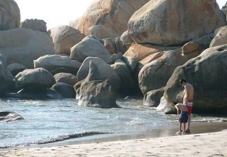 Recomiendan a vacacionistas no nadar en mar abierto. (www.guerrero.gob.mx/Contexto)