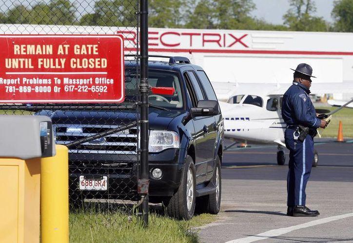 Las operaciones del aeropuerto Hanscom Field fueron suspendidas tras el accidente. (AP)
