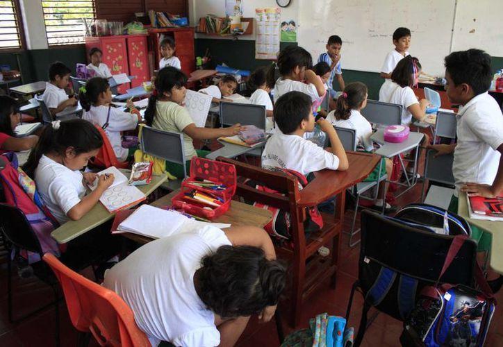 La decisión de instalar las 23 aulas móviles, se debió a que la infraestructura nueva no estará lista o en su caso, hubo un crecimiento importante en la matrícula escolar. (Harold Alcocer/SIPSE)