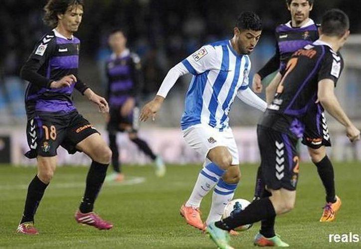 Carlos Vela anotó el único gol del encuentro contra el Valladolid a los 23 minutos y el tanto le valió a la Real Sociedad su 49o punto del campeonato de liga. (realsociedad.com)