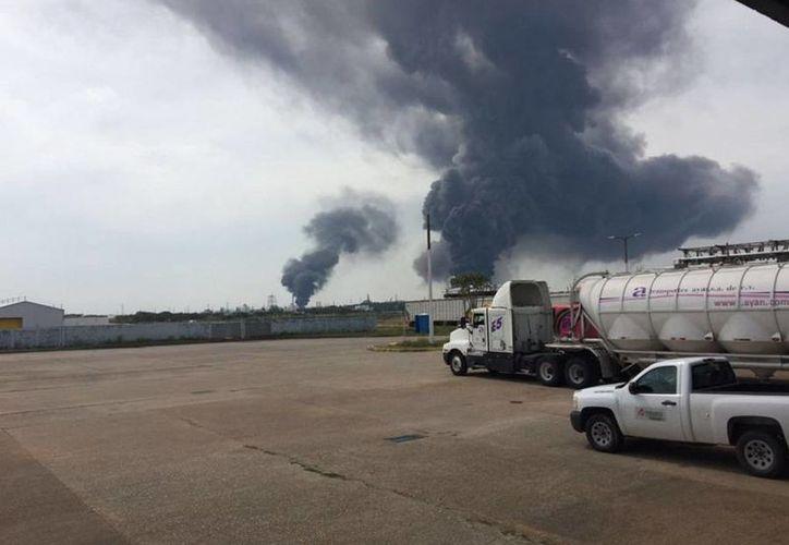 La explosión en  la petroquímica de Pajaritos, en Coatzacoalcos, ocurrió el miércoles pasado. (twitter.com/webcamsdemexico)