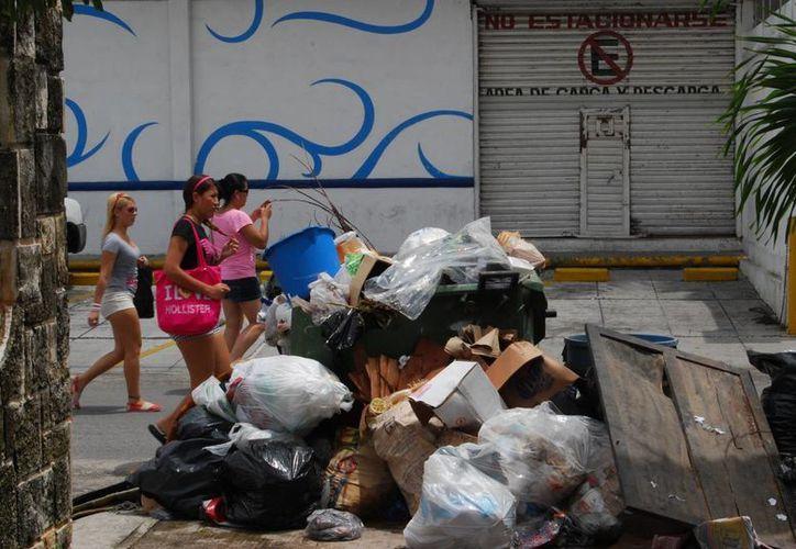 Ciudadanos de diversas regiones como la 60, 93 y 94 son afectados por esta situación. (Tomás Álvarez/SIPSE)