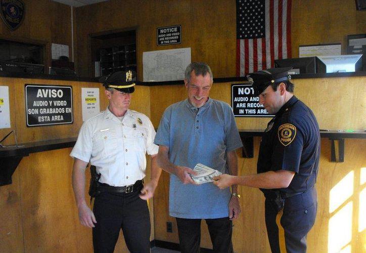La honestidad de James Brady ha sido recompensada por la comunidad de Hackensack y del condado Bergen. (bergendispatch.com)
