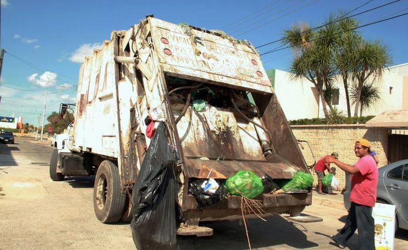 El beneficio de exención en el pago de la basura llega a jubilados y pensionados del oriente de Mérida. (SIPSE/Archivo)