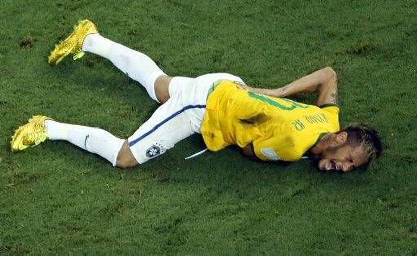 Neymar sufrió la fractura de una vértebra lumbar y se perderá el resto del Mundial.(Foto:The Associated Press)