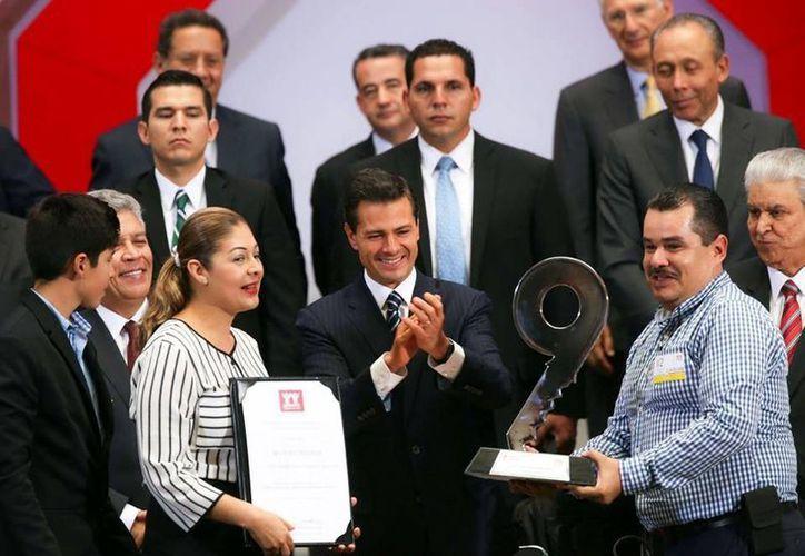 Peña Nieto encabezó la clausura de la 112 Asamblea General Ordinaria del Infonavit, mismo evento en el que promulgó la Ley General del mismo instituto. (Presidencia)
