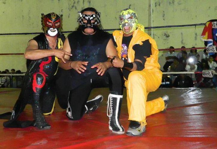 Ángel Infernal, Super Piloto Jr. y Lobo Salvaje estarán presentes mañana en la Arena Baratilleros. (De Peso)