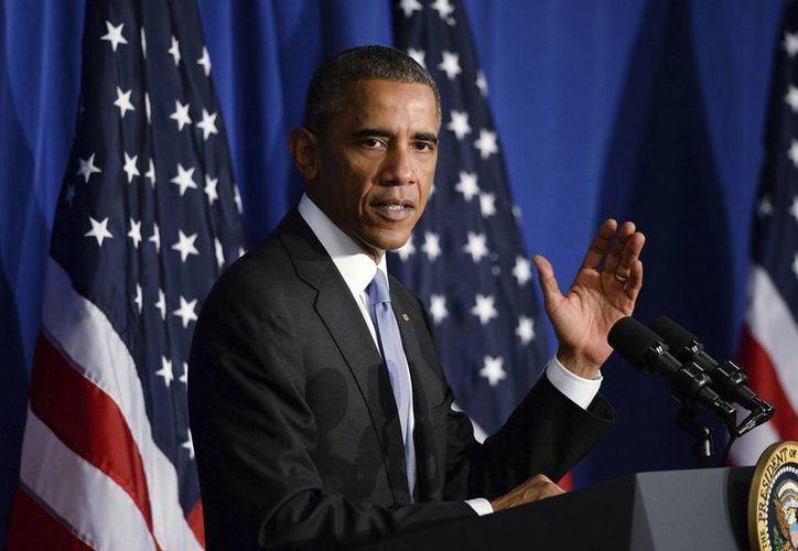 """Barack Obama pronuncia un discurso tras firmar la nueva """"Buy Secure Initiative"""" durante su visita a la Oficina de Protección Financiera del Consumidor en Washington, EU. (EFE)"""