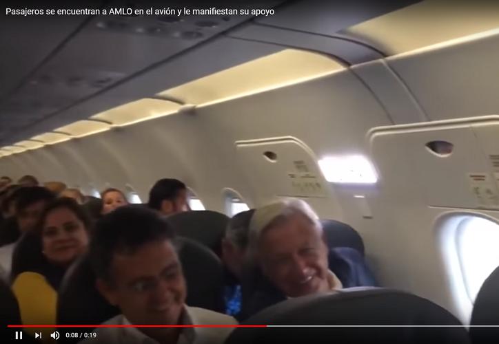 Encuentros en el aeropuerto, AMLO ovacionado y Monreal con Mead en charla familiar. (Foto: Youtube)