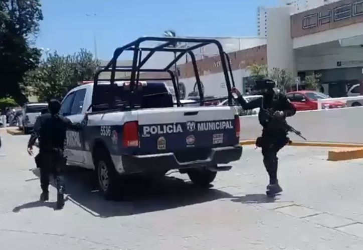 Personal de la policía ministerial arribó a la plaza. (Redacción)