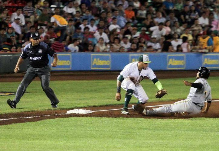 En la sexta entrada Puebla aprovechó el titubeo de los lanzadores locales para ponerse adelante en el marcador.(Amílcar Rodríguez/Milenio Novedades)