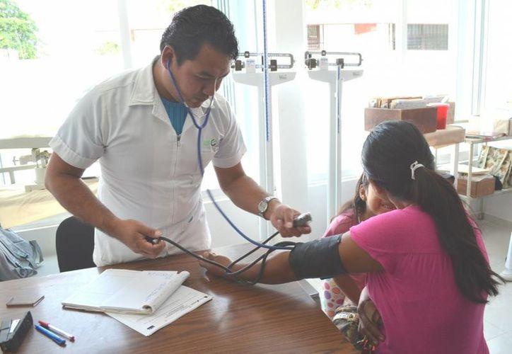 Los pacientes empiezan a llegar desde las 4:00 horas de la mañana. (Paloma Wong/SIPSE)
