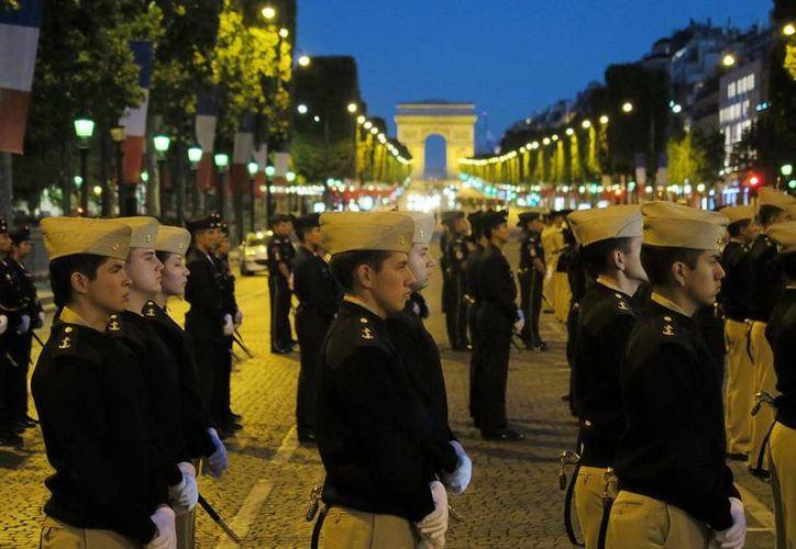 Un contingente de 147 militares mexicanos de las tres fuerzas armadas del país más una división de Gendarmería de la Policía Federal, ensayaron en París su participación en el desfile del próximo 14 de julio, Día Nacional de Francia. (Notimex)