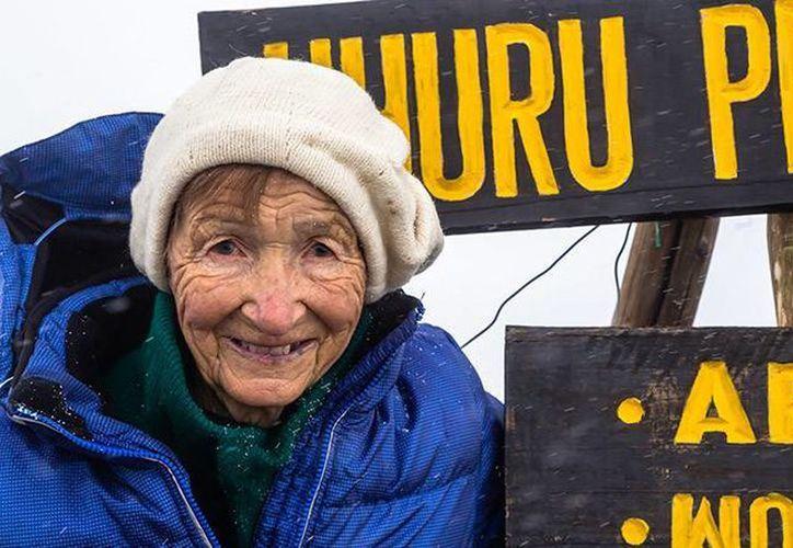 La viajera rusa Angela Vorobiova ha recorrido a sus 86 años de edad nueve países del mundo, entre los que se encuentran Australia, Sudáfrica y Fiyi. Vorobiova afirmó que su afición a los viajes nació de la lectura. (rt.com)