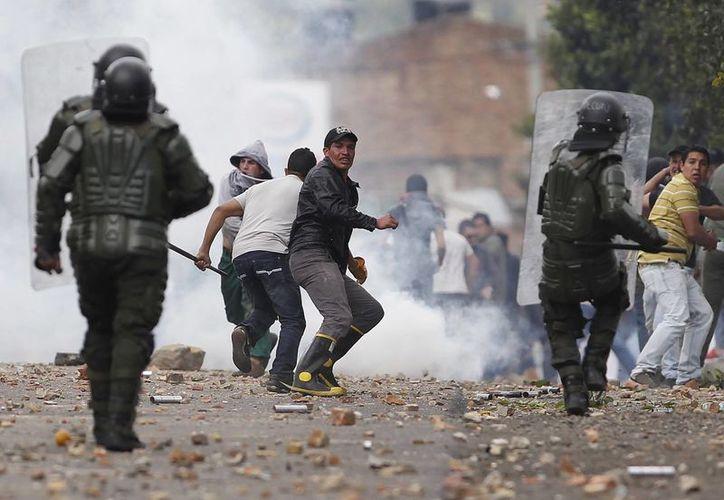 El presidente Santos aseguró que no serán permitidos los abusos de policías. (Agencias)