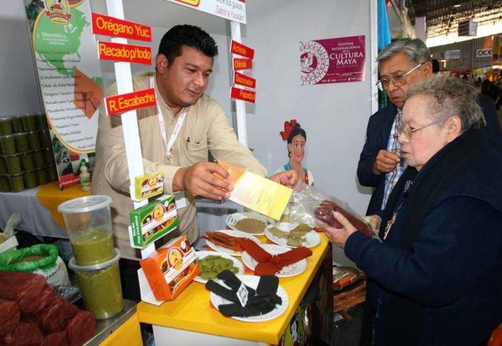 Iván Ramírez Hu se encuentra en la Semana de Yucatán en México dando a conocer los productos de su empresa 'Coralito de la Península'. (Milenio Novedades)