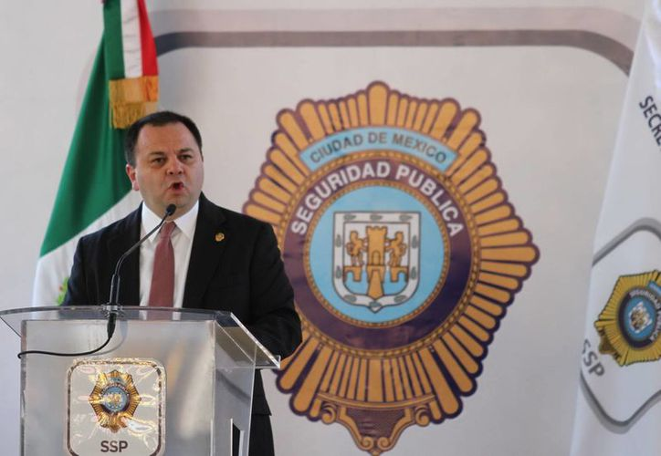 Jesús Rodríguez Almeida, secretario de Seguridad Pública del DF, quien renunció hoy, ha sido muy criticado en las últimas semanas en referencia al desempeño de policías capitalinos durante las marchas por los 43 normalistas desaparecidos. (Notimex)