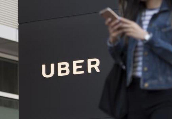Uber puede exigir nuevos elementos de verificación de identidad, como vinculación de cuenta de Facebook en caso de pagos en efectivo. (El Financiero)