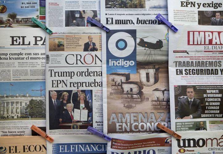 La prensa mexicana, y en general la internacional, reaccionó con asombro a las polémicas medidas migratorias que impulsa el presidente Trump apenas a unos días de que tomó el poder. (AP/Rebecca Blackwell)