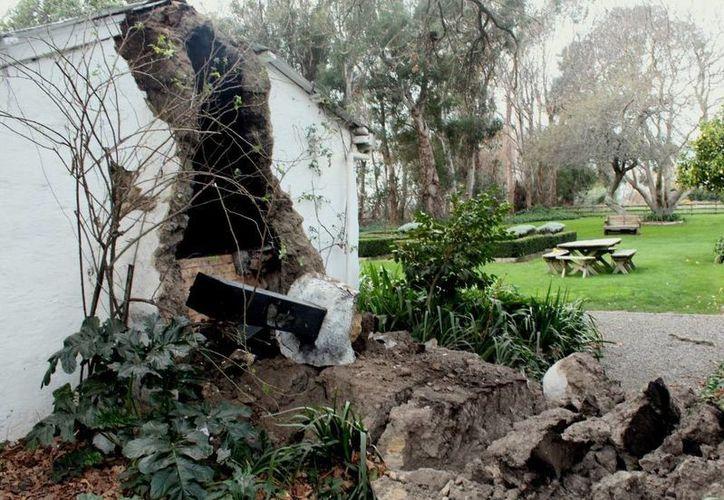 Casa dañada en el pequeño pueblo de South Island, en Seddon, a consecuencia de un temblor de 6.5 grados Richter. (Agencias)