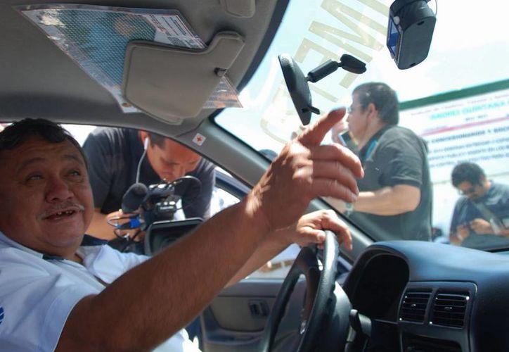 El propietario del vehículo invertirá por el aparato medidor alrededor de mil 800 pesos. (Tomás Álvarez/SIPSE)