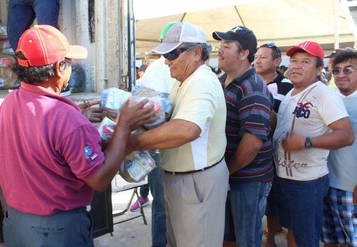 El Gobierno del Estado de Yucatán activó el Programa de Empleo Temporal, con un presupuesto de casi 62 millones de pesos, en favor de pescadores. (Gerardo Keb/Milenio Novedades)