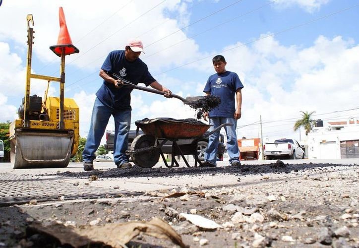El alcalde Renán Barrera confirmó que para la pavimentación de calles los solicitantes tienen que aportar una parte proporcional. (SIPSE)