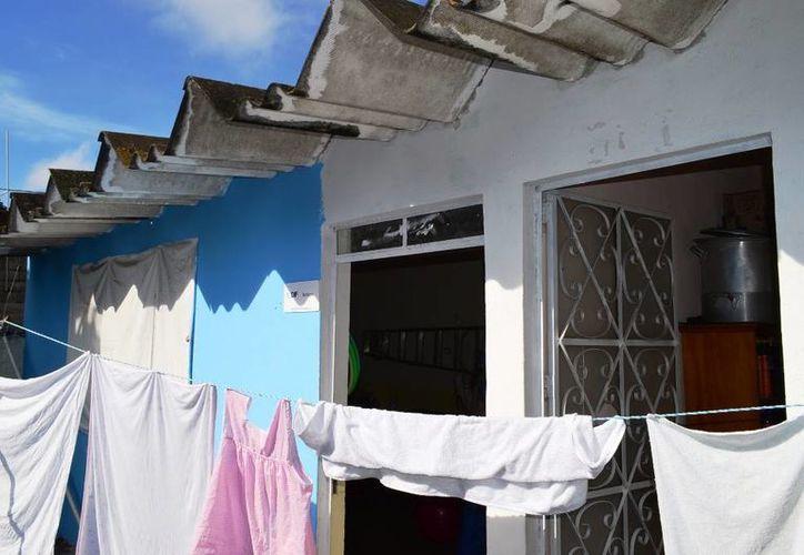 En el Cendi Alegría el techo es de lámina de asbesto, material que ocasiona problemas de salud. (Cortesía)