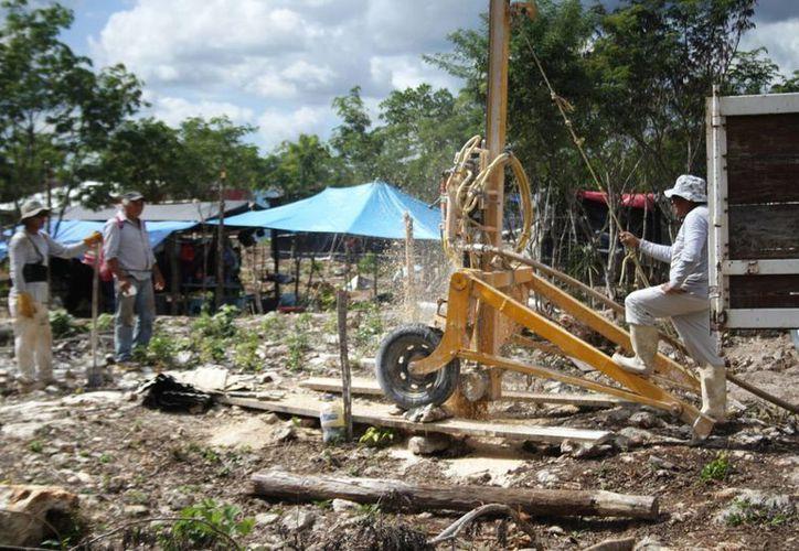 La Cofepris realizará tomas de agua de los pozos que dotan de este líquido a los habitantes de asentamientos irregulares. (Octavio Martínez/SIPSE)