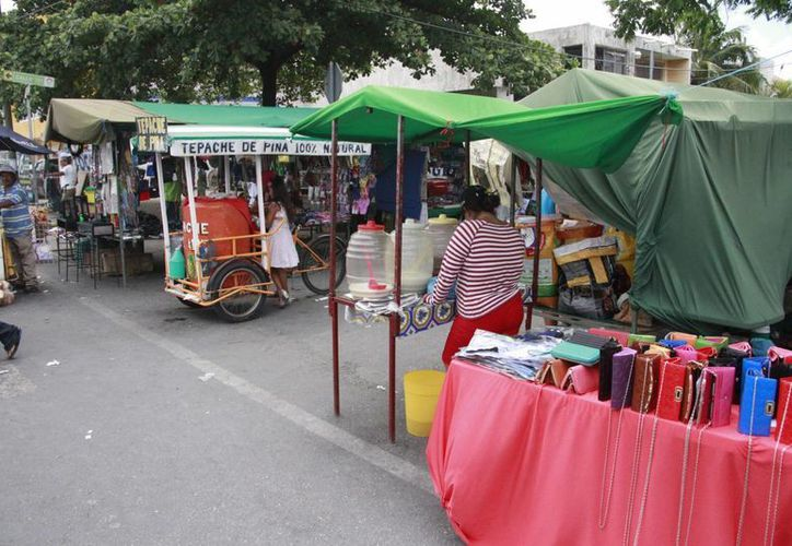 Las autoridades visitarán todos los tianguis que se instalan en la ciudad. (Consuelo Javier/SIPSE)