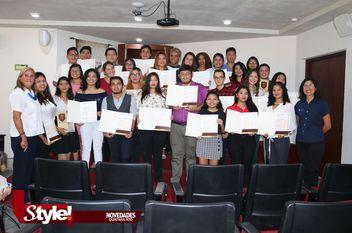 Universidad Humanitas hace entrega de certificado Cambridge
