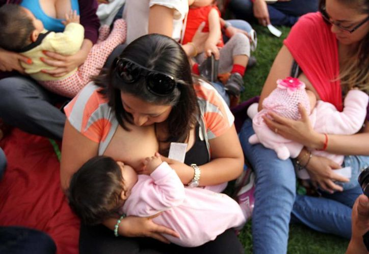 El objetivo de prohibir la fórmula láctea es promover la lactancia materna como recomienda la OMS, señala la Cofepris. Imagen de contexto. (Archivo/Notimex)