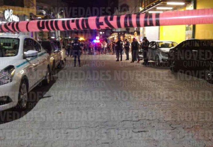 Elementos de la policía acudieron para acordonar la zona de los hechos. (Redacción/SIPSE)