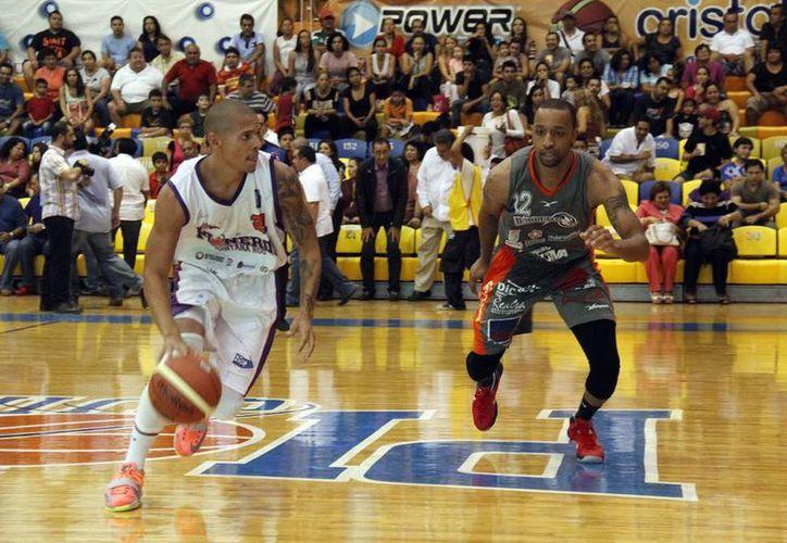 El puertorriqueño, Denis Clemente, jugará en la selección de extranjeros. (Redacción/SIPSE)
