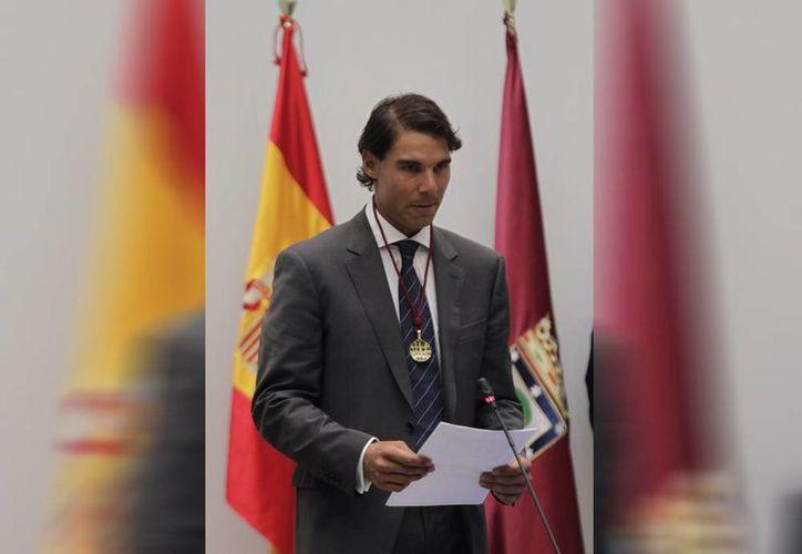 El tenista español Rafael Nadal este lunes fue designado 'Hijo Predilecto de Madrid', en ceremonia presidida por la alcaldesa Ana Botella. (Notimex)