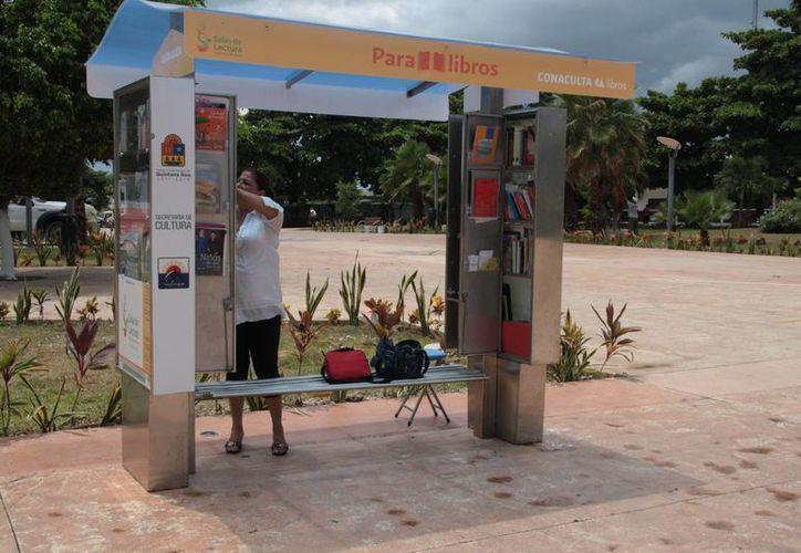 """El Paralibro de Cozumel primero fue ubicado frente al palacio municipal, pero luego se movió al parque de """"Los Lápices"""".  (Julian Miranda/SIPSE)"""